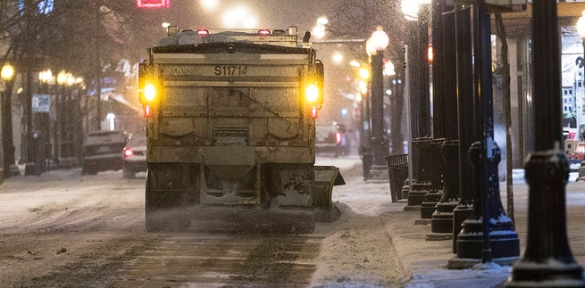 truck salting road